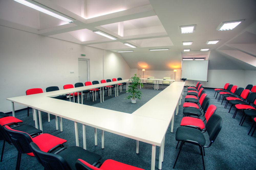 Зала за бизнес срещи и семинари